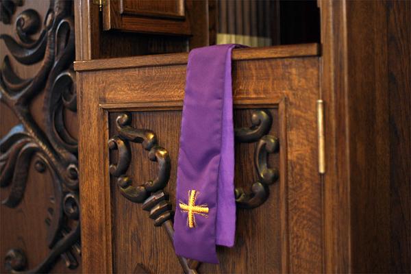 10.04.2012 Wroclaw , konfesjonal spowiedz kosciol Fot. Pawel Koziol / WP.PL